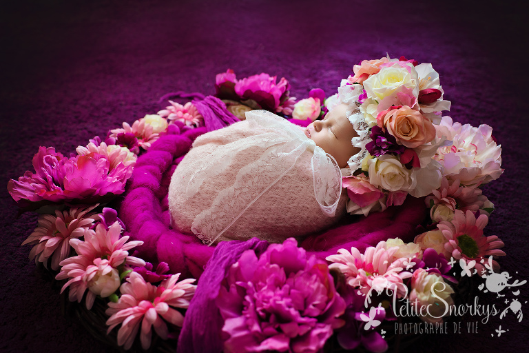 Couronne de fleur, Photographe nouveau né, photographe bébé Liège, studio photo Liege, Photo bébé, Studio nouveauné, future maman, famille, petite fille, rose