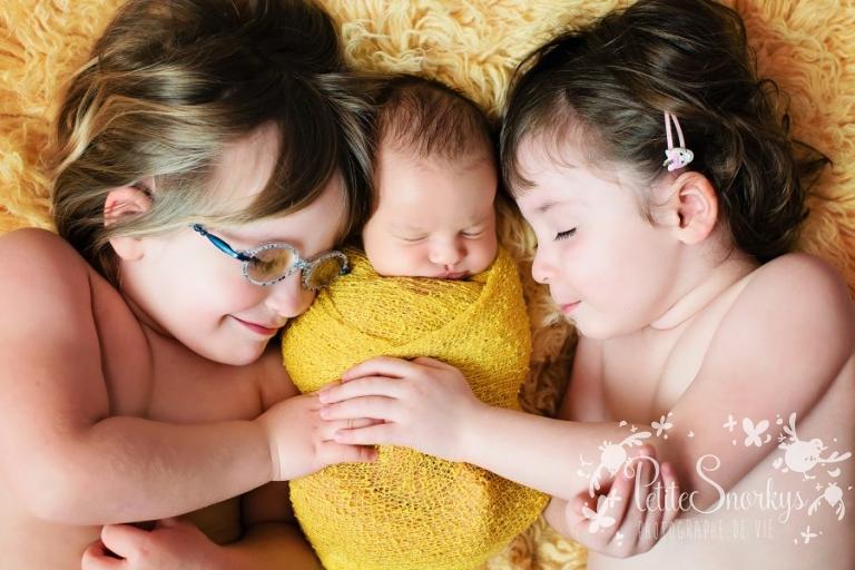 Nouveauné, Séance photo bébé, Photographe nouveau né, Photographe Liège, Studio bébé Liège, Photo Famille Liège, Studio Esneux, Petite Snorkys, Nouveau-né, grande soeur