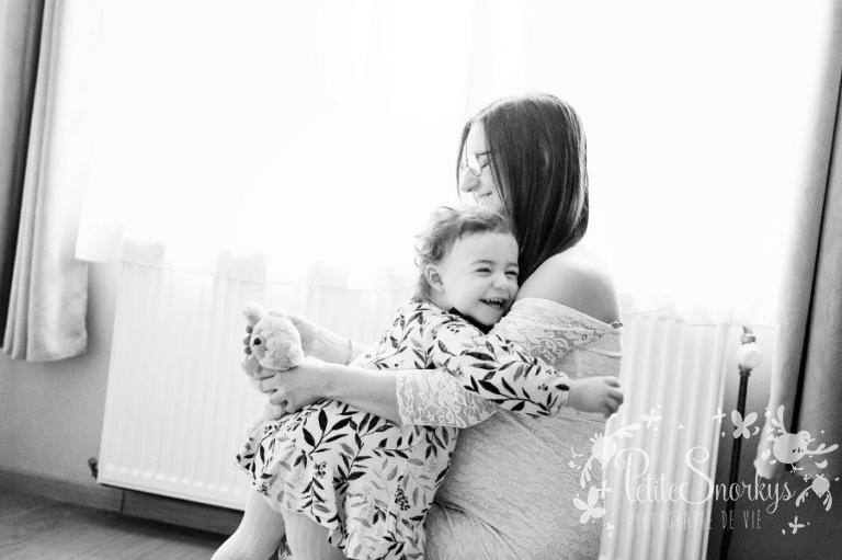 Reportage lifestyle, maternité à domicile, reportage de vie, Future Maman, Grossesse à domicile, Famille Lifestyle, photographe Liège, reportage photo famille, naissance, maternité, Petite Snorkys, Liège