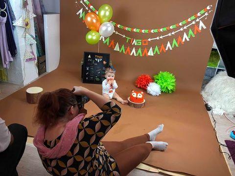 Indien, smash cake, anniversaire, studio photo smash cake, séance anniversaire, 1 an, photographe enfant, photo famille, photo studio bébé, photographe anniversaire, Liege, petite snorkys